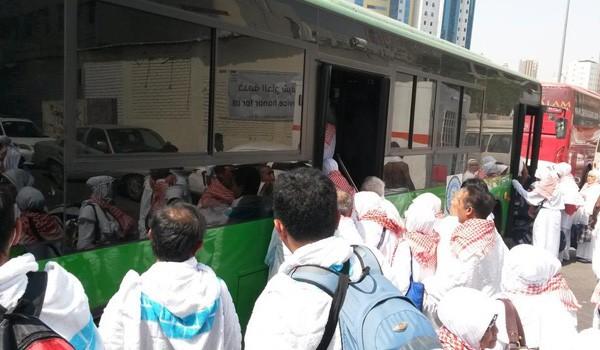 Jamaah haji saat akan berangkat ke Padang Arafah untuk wukuf menggunakan bus