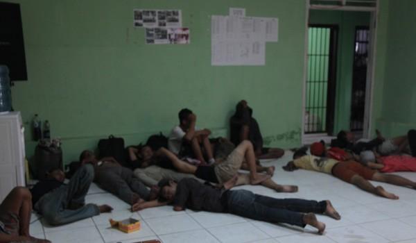Beberapa orang anak jalanan saat diamankan oleh aparat Satpol PP Kota Jambi. Mereka diamankan di berbagai tempat dalam Kota Jambi. F/KHAIDIR/JAMBIUPDATE