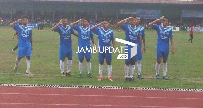 Selebrasi pemain Kota Jambi usa mencetak gol ke gawang Bungo tadi sore (13/1)