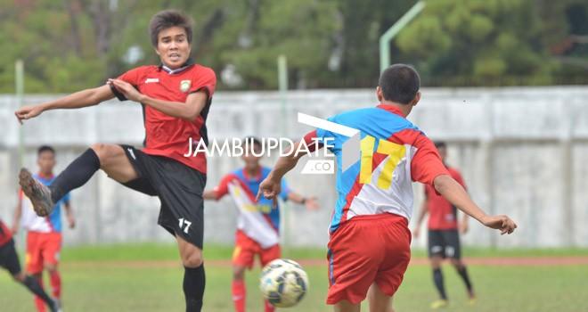 Salah satu pertandingan di Gubernurn Cup Jambi 2016