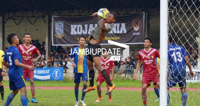 Pertandingan antara Muaro Jambi kontra Kota Jambi beberapa waktu lalu. Muaro Jambi harus menang melawan Sarolangun sore nanti (17/1) jika ingin lolo ke semi final