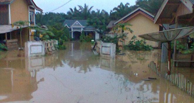 Tampak rumah di Desa Kemang Manis Terendam Banjir.