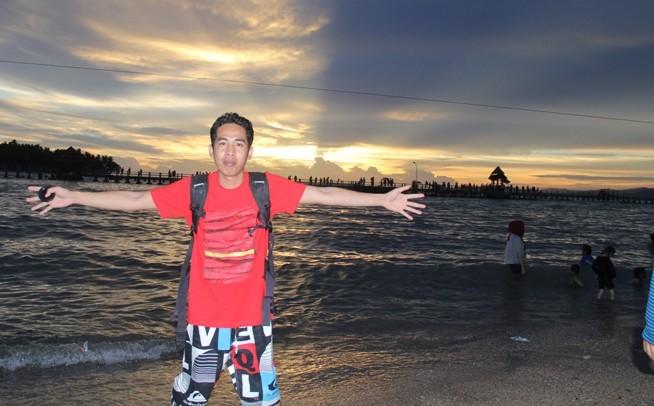 Pantai Carocok, salah satu objek wisata di Pesisir Selatan yang sering dikunjungi warga dari Kerinci dan Sungai Penuh saat liburan tiba
