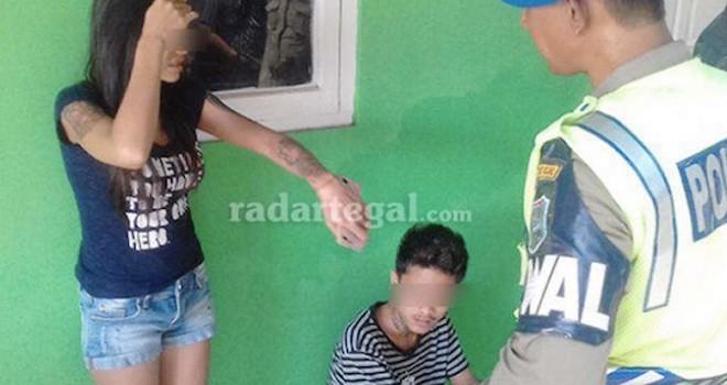 Penghuni indekos yang terjaring razia Satuan Polisi Pamong Praja (Satpol PP) Kota Tegal, Kamis (10/11). Foto: Radar Tegal/JPG