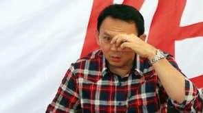 Calon Gubernur DKI Jakarta Basuki Tjahaja Purnama atau Ahok memberikan keterangan terkait penetapan Ahok sebagai tersangka di Rumah Lembang, Jakarta, Rabu (16/11). Ahok ditetapkan tersangka oleh Bareskrim Polri terkait kasus