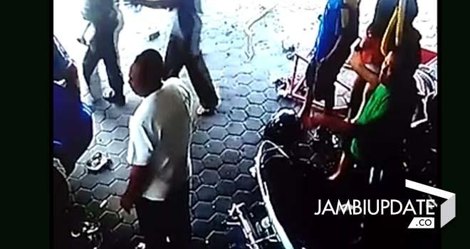 Detik-detik tabrakan maut yang terekam CCTV/