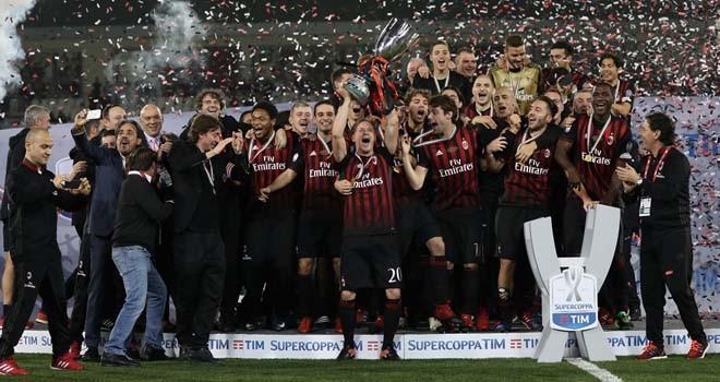Milan berhasil mengalahkan Juventus lewat adu tendangan penalti. Foto : KARIM JAAFAR/AFP