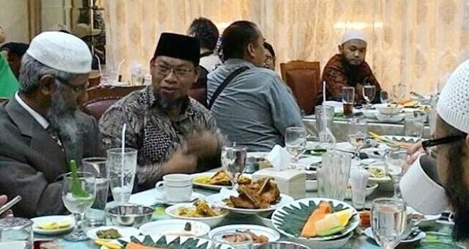 Dr Zakir Naik dijamu makan siang.