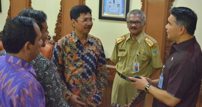 Wako Fasha menyambut pimpinan DPRD Kabupaten Ngawi Provinsi Jawa Timur yang melakukan studi banding ke Pemerintah Kota Jambi.