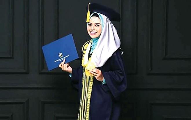 Athaya Hanin Nabilah Fahsa lulus kedokteran saat berusia 18 tahun. (Istimewa)