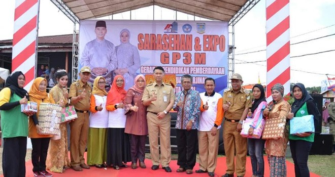 Wali Kota Jambi DR. H. Sayrif Fasha saat menutup kegiatan Sarasehan Gerakan Pendidikan Pemberdayaan Perempuan Marjinal (GP3M).