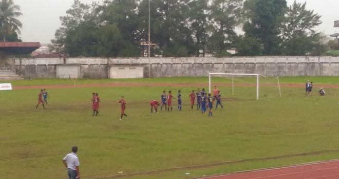Gol pertama tim PS Muaro Jambi Dimas Adrian.