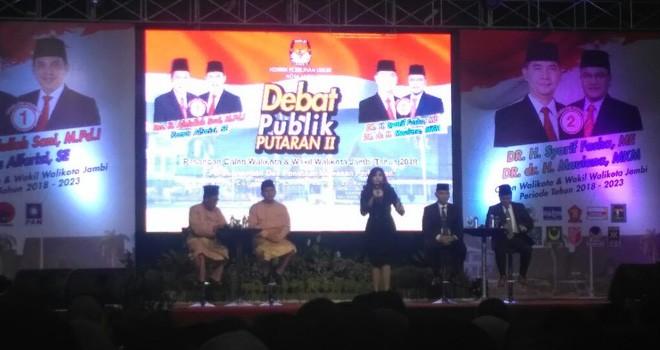 Debat publik Calon Walikota dan Wakil Walikota Jambi putaran kedua, bertempat di Abadi Convention Center (ACC).