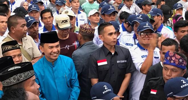 Wasekjen DPP PAN, Dipo Ilham Djalil disambut ribuan masa ketika mendampingi pasangan Adi-Ami di Kecamatan Sitinjau Laut