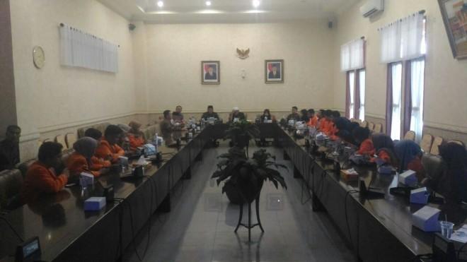 Suasana Komisi IV DPRD Provinsi Jambi menerima kunjungan pendidikan mahasiswa Fisipol di DPRD Provinsi Jambi