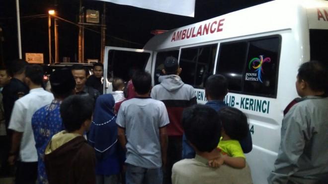 Satu keluarga menjadi korban kecelakaan lalu lintas di Jembatan Layang Sungai Penuh, Jumat (1/6).