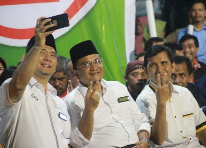 Pasangan calon Fasha-Maulana bersama Ketua DPD PKS Kota Jambi Heru Kusnanto