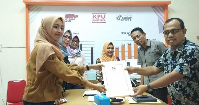 Kemuning, saat mendaftarkan diri sebagai salah satu Bakal Calon Anggota DPD RI Dapil Jambi.