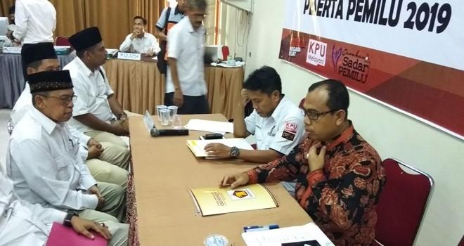 Pengurus DPD Partai Gerindra Provinsi Jambi saat mendaftarkan Bakal Calegnya ke KPU Provinsi Jambi, Selasa (17/7).