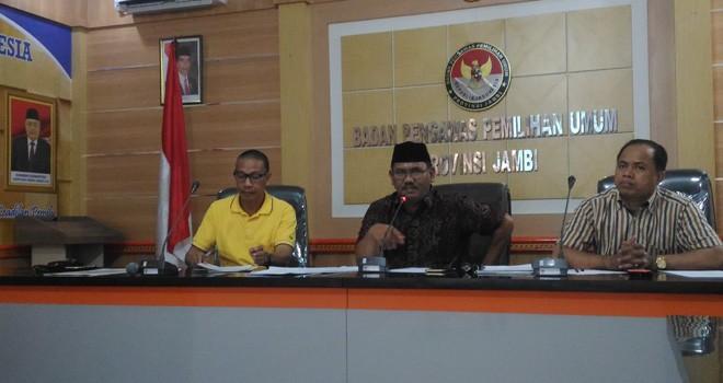 Ketua Timsel Asad Isma (tengah) menjyampaikan persiapan seleksi calon anggota Bawaslu Provinsi Jambi usai dilantik Bawaslu RI.