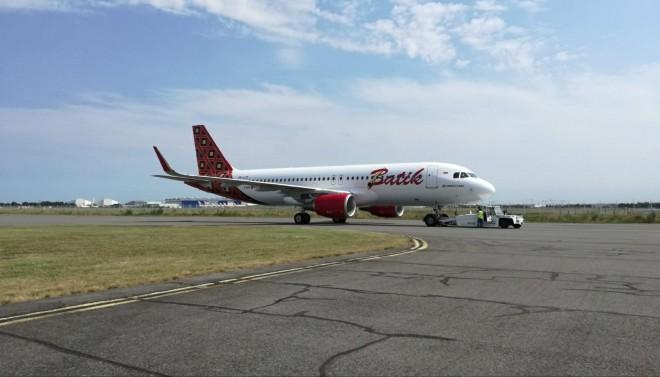 Batik Air resmi menerima pesawat baru tipe Airbus A320-200CEO (A320) yang langsung diterbangkan dari pabrikan Airbus di Toulouse, Perancis.