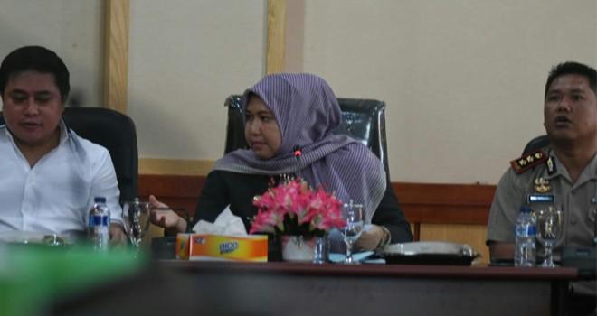 Bupati Masnah bersama Dir Reskrimsus dan Kapolres Muarojambi saat memimpin rapat penyelesaian Konflik