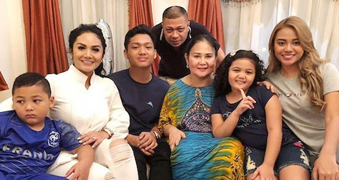 Kebersamaan Aurel bersama Keluarga. Foto : Instagram