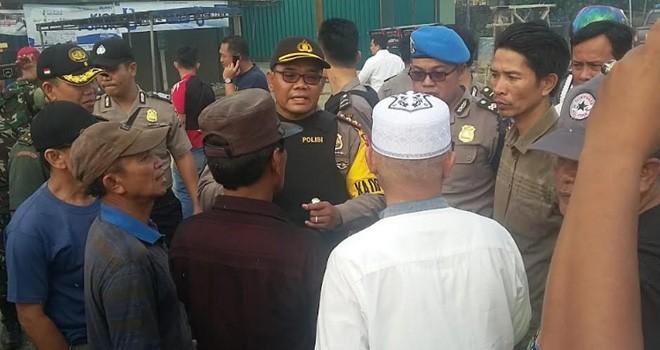 Ratusan aparat Kepolisian, Brimob, dan TNI saat berjaga dilapangan yang dipimpin langsung Kapolres Kerinci beserta seluruh Polsek dan Danramil di Kabupaten Kerinci.