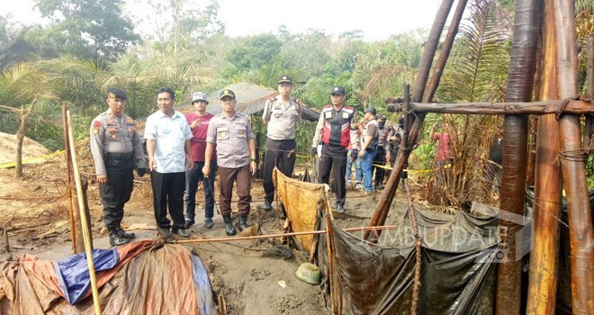 Semua sumur minyak ilegal di kawasan Desa Pompa Air, Kecamatan Bajubang, Kabupaten Batanghari.