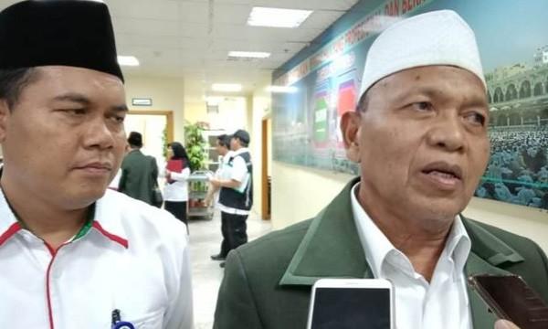 Ketua KPHI Samidin Nashir memimpin rapat koordinasi di Kantor Urusan Haji Mekkah. (Firzan Syahroni/Jawa Pos)