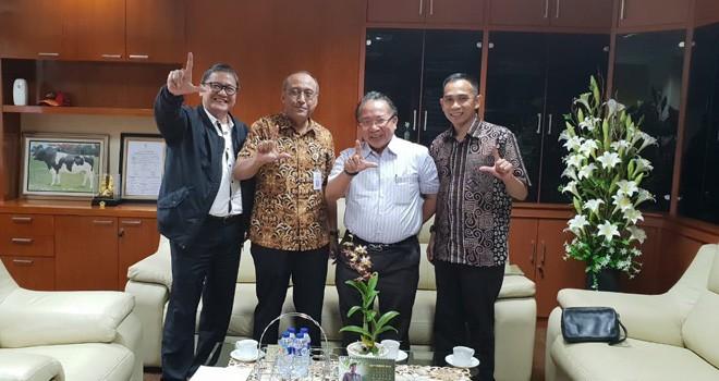 Staf khusus pimpinan DPR RI, Dipo Nurhadi Ilham bersama Pending Dadih Permana, Ditjen PSP dikantor Kementan RI, Selasa (4/9) kemarin.