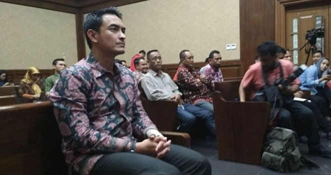 Gubernur Jambi nonaktif Zumi Zola menjalani sidang di Pengadilan Tipikor, Jakarta, Kamis (6/9). Sidang beragendakan mendengar ketererangan saksi. Foto: Ismail Pohan /INDOPOS