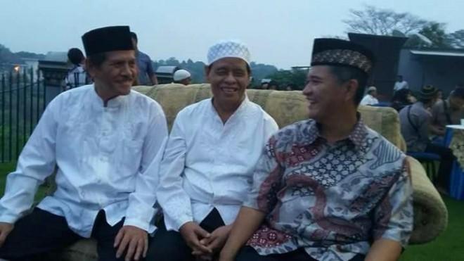 Murady Darmansyah (tengah) saat berbincang,-bincang dengan koleganya beberapa waktu yang lalu.