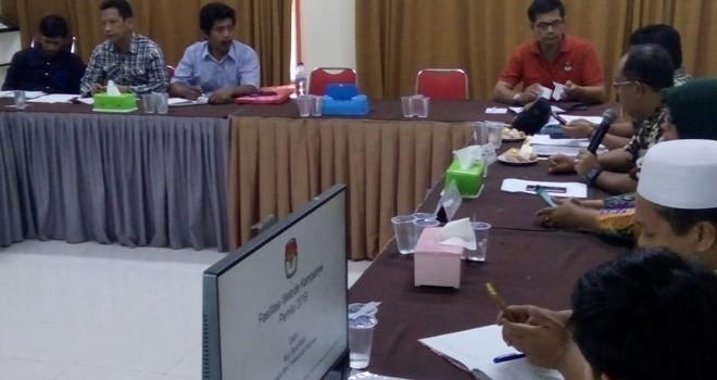 han Umum (KPU) Kabupaten/kota mengikuti rapat koordinasi persiapan fasilitasi alat peraga kampanye (APK) Pemilu.