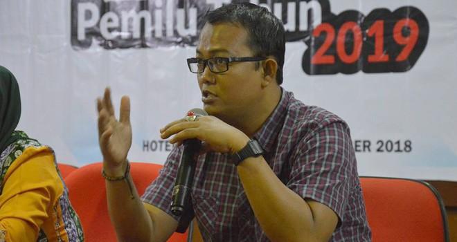 Pimpinan Bawaslu Provinsi Jambi, Fachrul Rozi memberikan tanggapan pada Rapat Koordinasi Pencermatan DPTHP-1 Pemilu Tahun 2019 di Abadi Grand Hotel.