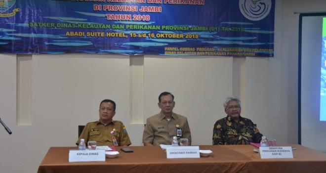 Dari kiri Kadis DKP Provinsi Jambi, Sekda dan Sesditjen Perikanan Budidaya KKP RI.
