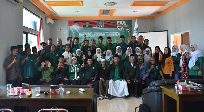 Foto bersama Ketua DPW Partai Kebangkitan Bangsa (PKB) Provinsi Jambi, Sofyan Ali dan seluruh pengurus dan Caleg PKB