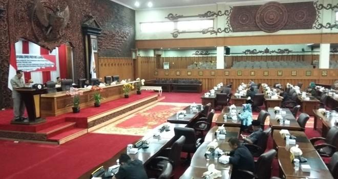 Rapat Paripurna Istimewa DPRD Provinsi Jambi dengan agenda Penyampaian Tanggapan Eksekutif Atas Pandangan Umum Fraksi terhadap 2 Ranperda Provinsi Jambi.