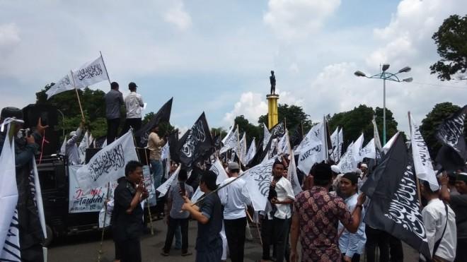 Ratusan Umat Islam di Jambi Gelar Aksi Bela Kalimat Tauhid.