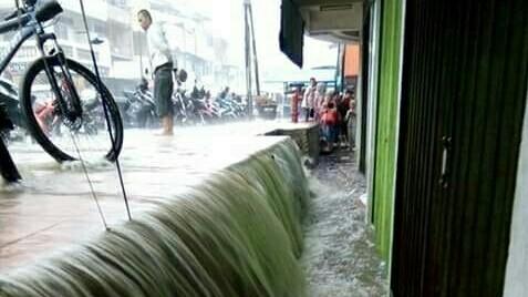 Hujan deras mengguyur wilayah Kota Sungai Penuh dan Kabupaten Kerinci.