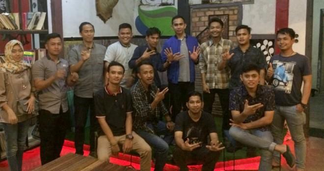 Dipo Nurhadi Ilham usai berdiskusi dengan forum mahasiswa Jambi Indonesia disalah satu cafe di kawasan di Kota Jambi.