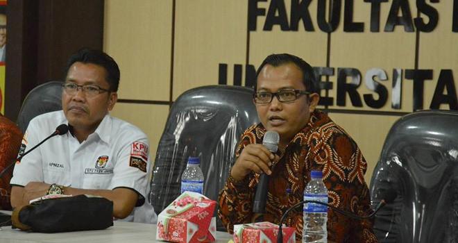 Pimpinan Bawaslu Provinsi Jambi, Fachrul Rozi memberikan materi pada sebuah acara. Hadapi Pemilu 2019, Bawaslu arahkan perhatian terhadap di disabilitas.