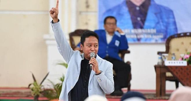 SEMINAR : Ketua Umum DPP PPP Romahurmuzy  ketika menjadi pembicara di kampus Universitas Islam Negeri Sultan Thaha Saifuddin (Dema UIN STS) Jambi, Selasa (30/10) kemarin.