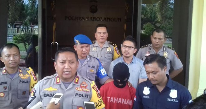 Kapolres Sarolangun, AKBP Dadan Wira Laksana bersama jajaran menggelar jumpa pers, Kamis (8/11),