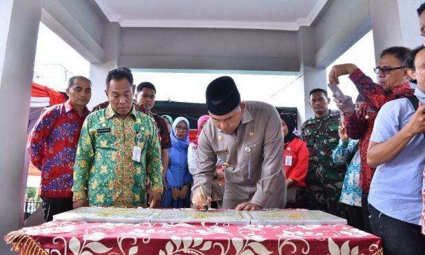 Walikota Jambi meresmikan rumah tenun di Kelurahan Legok beberapa waktu lalu.