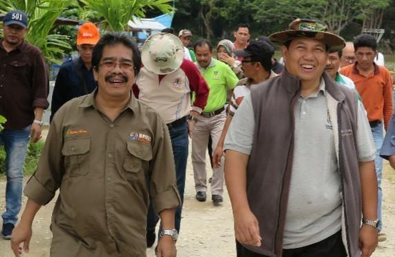 Dirjen PSKL-KLHK Dr. Ir. Bambang Supriyanto, M.Sc (kanan) bersama Kepala Balai Perhutanan Sosial dan Kemitraan Lingkungan (BPSKL) Wilayah Sumatera, Sahala Simanjuntak (kiri)