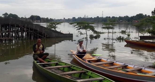 Jogging track di Danau Sipin tak terlihat lagi karena terendam akibat tingginya curah hujan membuat Danau Sipin Meluap.