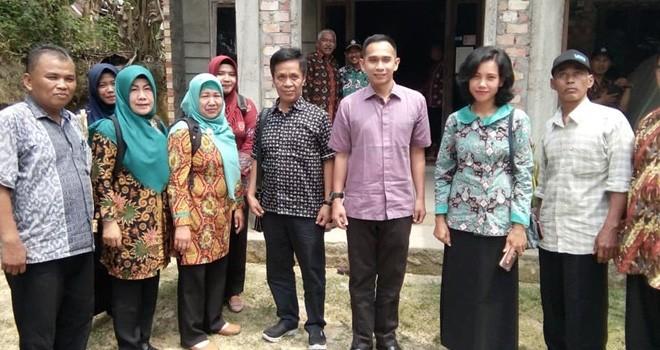 Dipo Nurhadi Ilham usai menemui masyarakat untuk berdialog pad sebuah kesempatan.