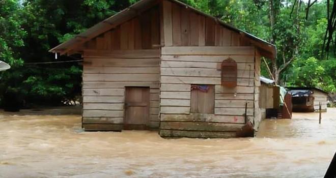 Banjir di Pemukiman Waga Jujuhan.