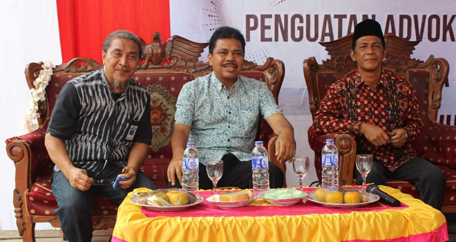 Anggota DPR RI Komisi IX, H Handayani tengah bersama Perwakilan BKKBN Jambi dan tokoh masyarakat.